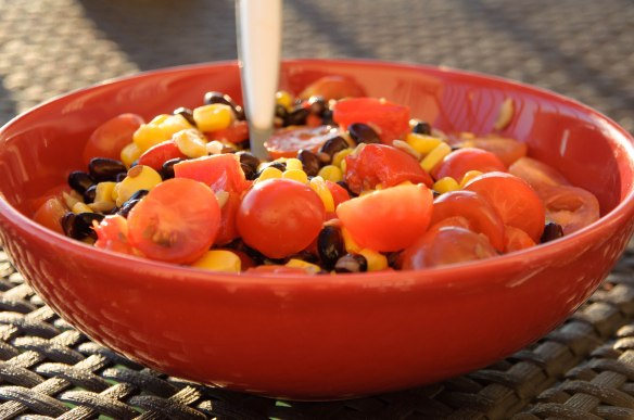 Salade de haricots noirs au maïs et tomates cerise-2